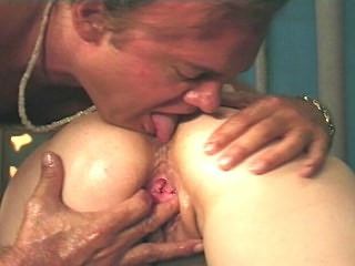 Pregnant blonde pussy fingered