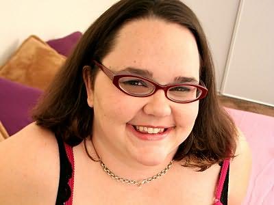 Plump horny brunette Victoria