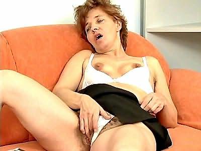 Plump redhead Lisa likes dildo