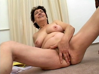Bbw brunette sticks banana in