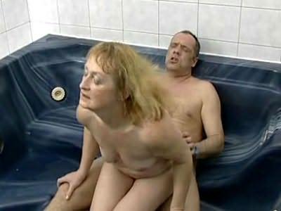 Bbw blonde humping in hot tub
